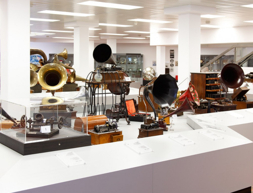 Deutsches Phonomuseum mit Uhrensammlung